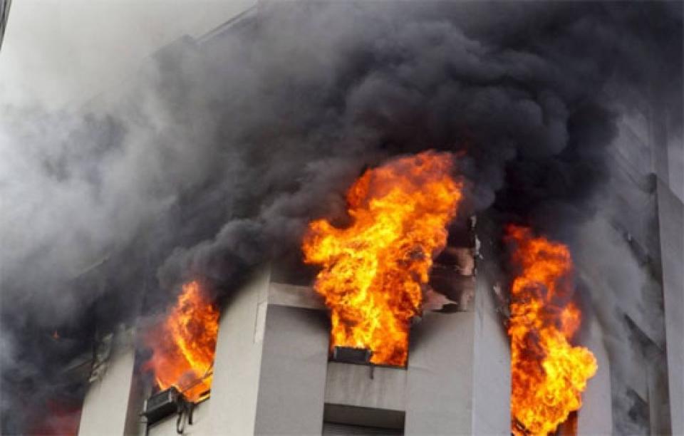 """"""" O apartamento do meu vizinho pegou fogo , e eu perdi tudo ! """""""